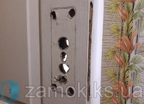 Дверное полотно со снятым замком
